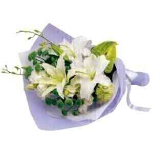 Funeral bouquet in white ..