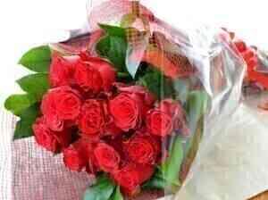 Romantic bouquet of 12 re..